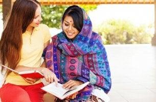 Teoria delle dimensioni culturali due donne