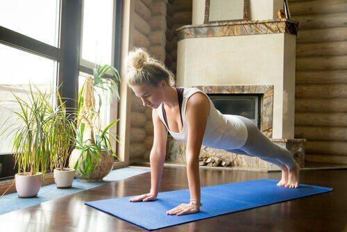 Praticare lo yoga a casa: 5 consigli