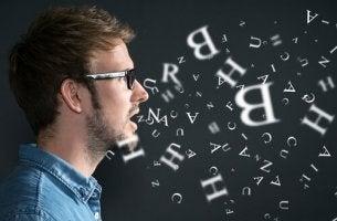 Linguaggio - uomo con lettere