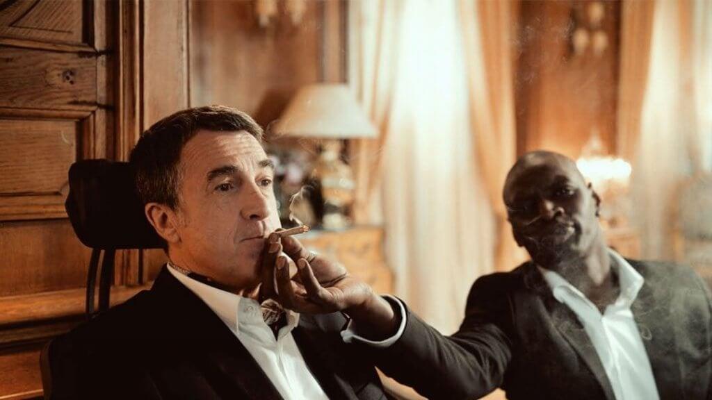 Scena tratta dal film Quasi Amici mentre i personaggi fumano