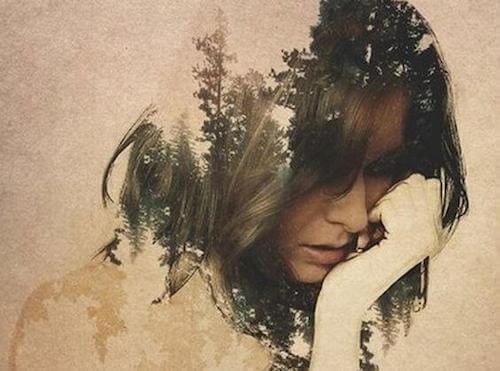 Donna sofferente per le sue emozioni