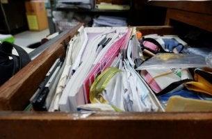 Un cassetto disorganizzato disturbo da accumulo