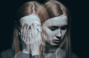 Disturbo psicotico breve - donna con allucinazioni