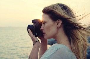 Donna con macchina fotografica donne alfa