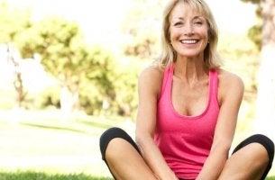 Donna in menopausa felice