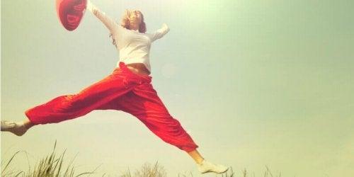 Donna che salta