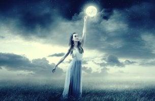 Donna che tocca la luna