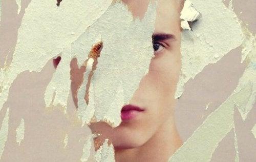 Immagine strappata di un volto
