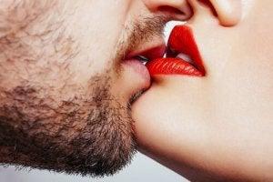 Labbra che si baciano
