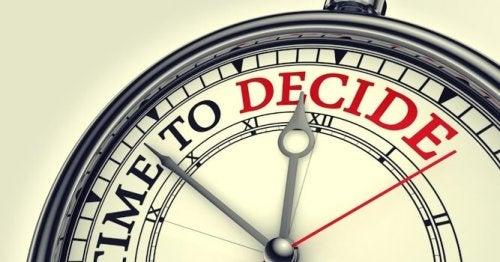 Orologio che indica il tempo di decidere