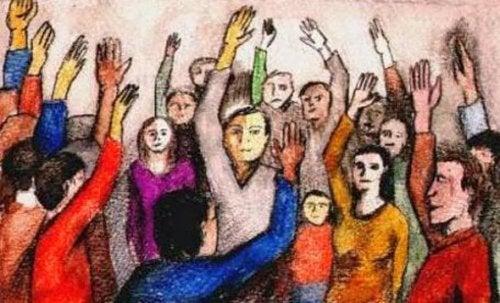 Persone con mano alzata