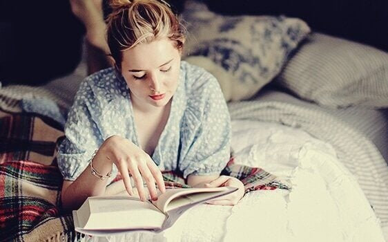 Leggere prima di dormire: abitudine che piace al cervello
