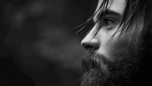 Ragazzo con la barba