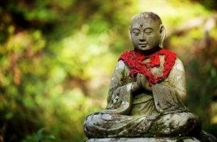 Statua buddista l'amore secondo il buddismo