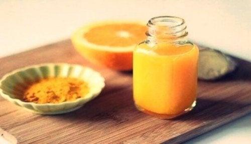 Succo d'arancia e curcuma