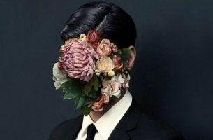 Uomo con fiori al posto del volto, simbolo dei bisognosi compulsivi