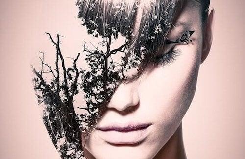 Vaso di Pandora, donna con le foglie sulla faccia