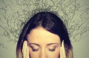 Ragazza che soffre di ansia