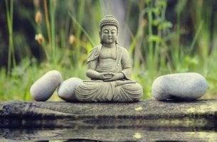 Statua del Buddha saggezza orientale