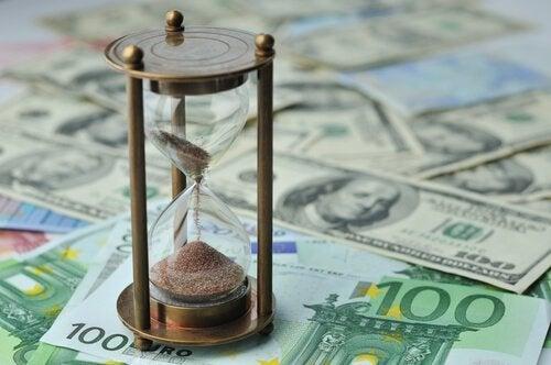 Clessidra e soldi, tempo e denaro