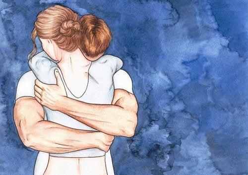 Coppia che si abbraccia rompendo le corazze