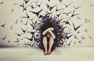 Donna vittima di predatori emotivi