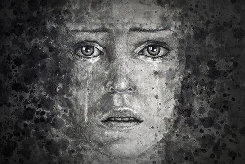Una donna con occhi tristi