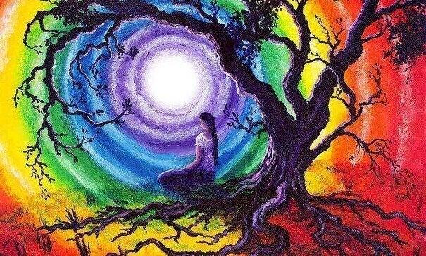 Donna seduta sotto ad albero