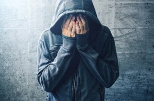Ragazza disperato droghe e disturbi mentali