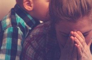 Madre con sindrome del burnout e figlio