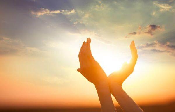 Mani prendono il sole