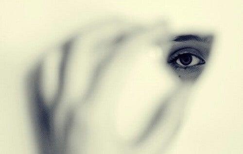 Le paure che ci rendono invisibili