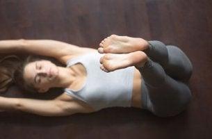 Posizione yoga per dormire bene