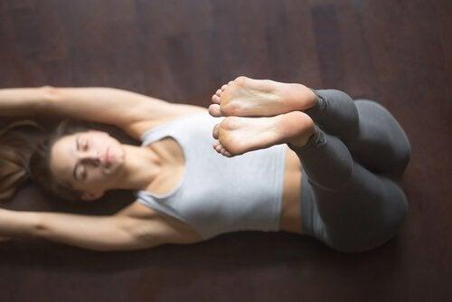 Dormire bene grazie allo yoga: 4 asana