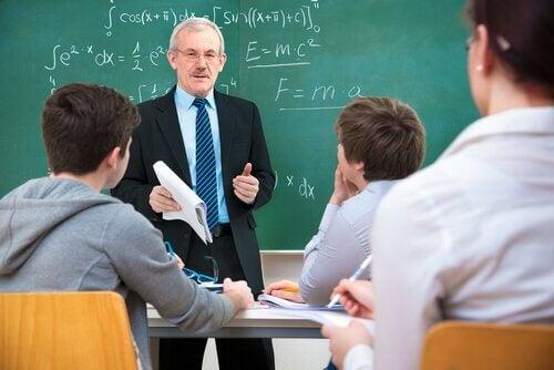 Professore che fa lezione