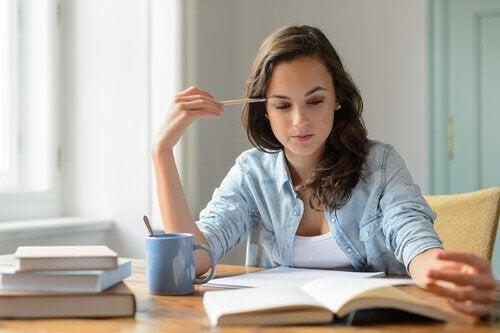 Motivare gli studenti ragazza che legge