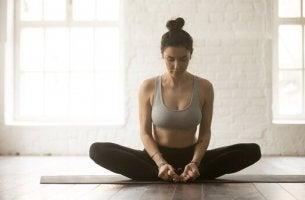 Posizioni yoga per calmare il mal di schiena