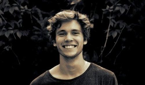 Ragazzo che sorride