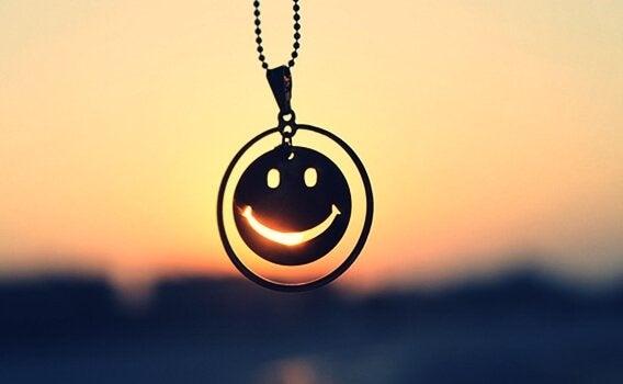 Risoterapia, collana con un sorriso