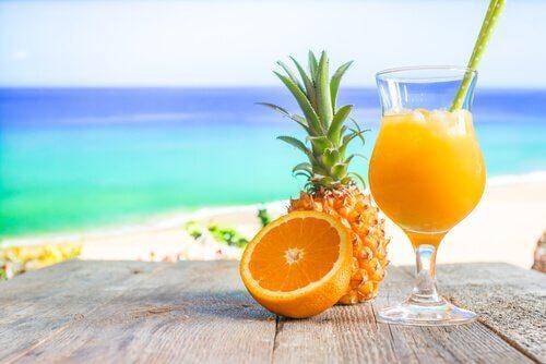 Succo di arancia e ananas