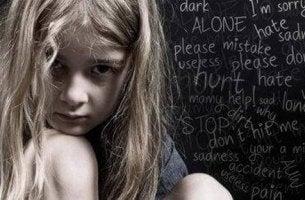 Bambina e violenza verbale