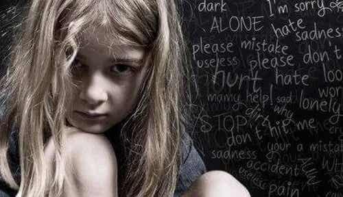 Violenza verbale durante l'infanzia
