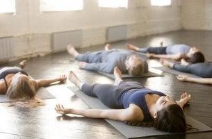 Posizioni yoga per dormire