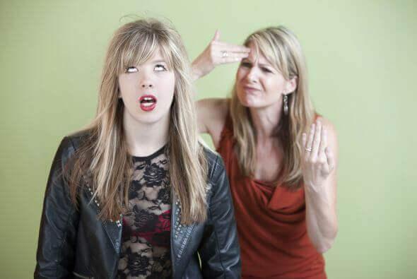 Madre e figlia che litigano adolescenzialismo