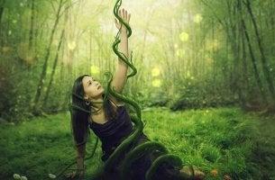 """Donna nel bosco i """"dovrei"""" che controllano la nostra vita"""