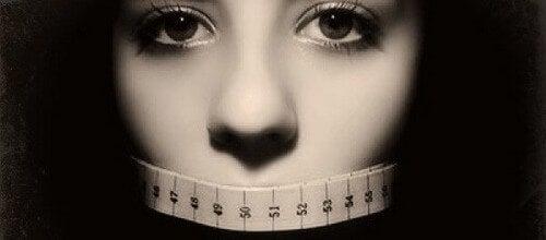 Cambiamo il mondo invece del nostro aspetto fisico