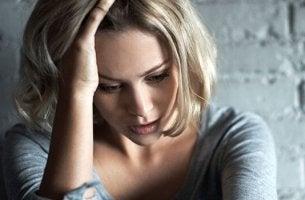 Donna preoccupata ereditare le malattie mentali