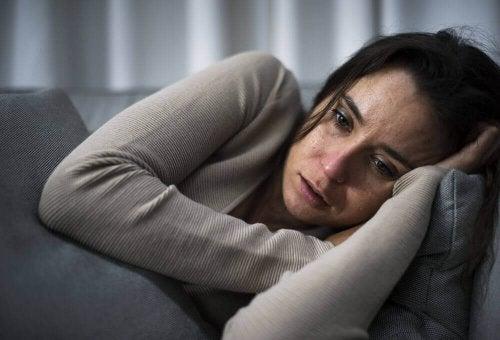 Donna preoccupata per la possibilità di ereditare malattie mentali