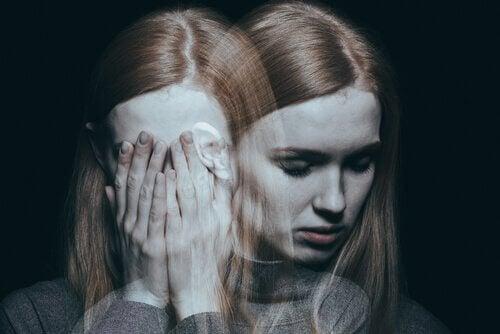 Donna sdoppiata che rappresenta la ciclotimia