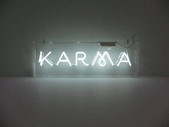 Karma scritta illuminata